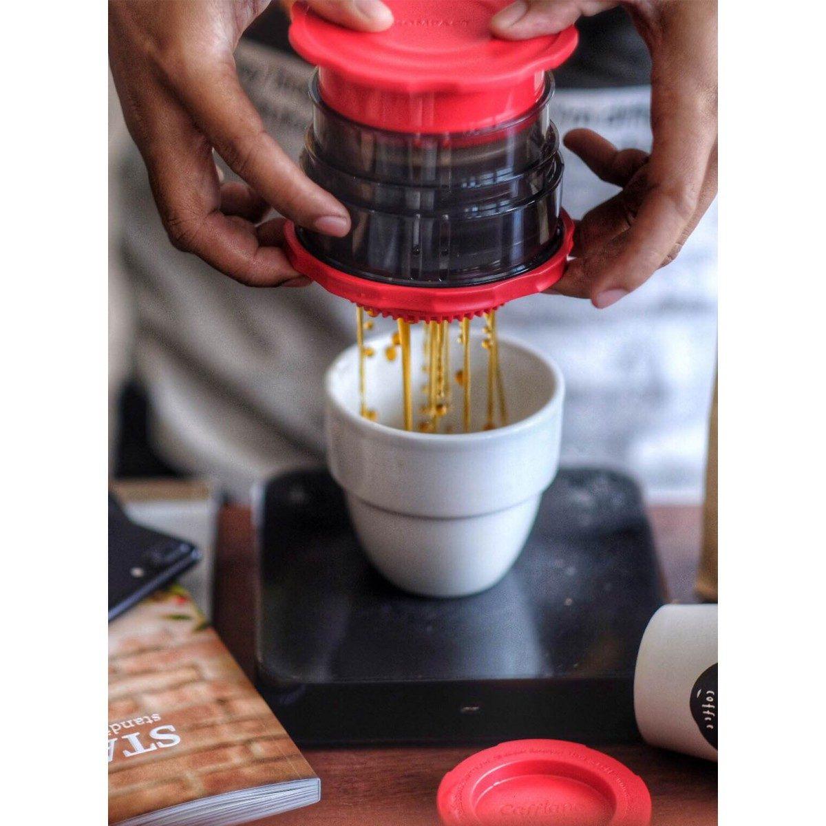 Cafflano Kompact Manuel Kahve Makinesi Kırmızı